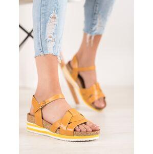 Jedinečné zlaté dámské  sandály na klínku 37