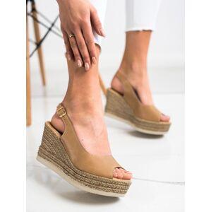 Komfortní dámské hnědé  sandály na klínku 36