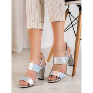 Komfortní dámské  sandály šedo-stříbrné na širokém podpatku 39
