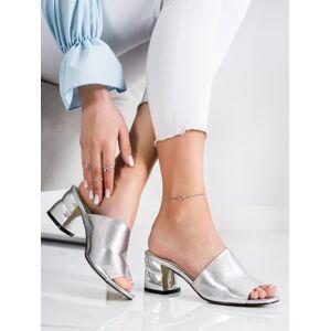 Krásné šedo-stříbrné dámské  nazouváky na širokém podpatku 38