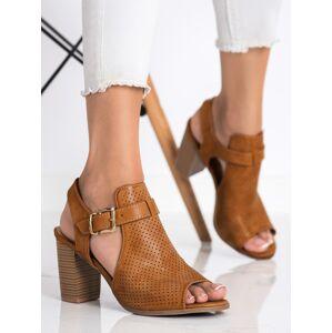 Moderní dámské  sandály hnědé na širokém podpatku 36
