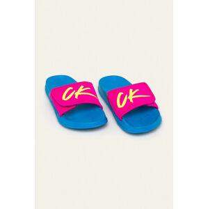 Pantofle KW0KW01028-CEU modrorůžová - Calvin Klein modro-růžová 41/42