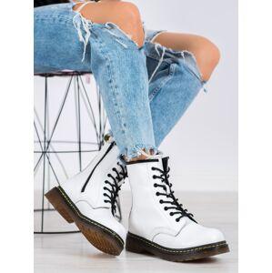 Pohodlné dámské bílé  kotníčkové boty na plochém podpatku 36
