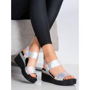 Pohodlné  sandály šedo-stříbrné dámské na klínku 36