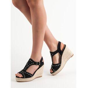 Praktické dámské černé  sandály na klínku 39