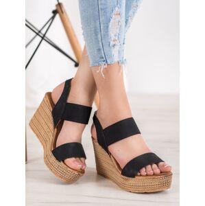 Praktické dámské  sandály černé na klínku 36