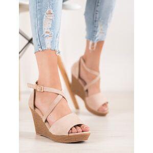 Praktické hnědé  sandály dámské na klínku 36