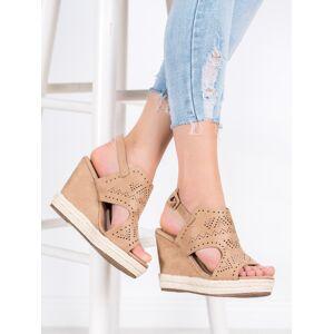 Stylové hnědé dámské  sandály na klínku 38