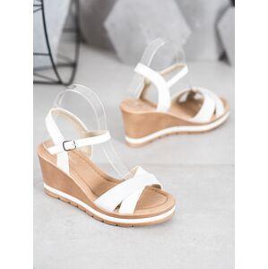 Výborné dámské  sandály bílé na klínku 41
