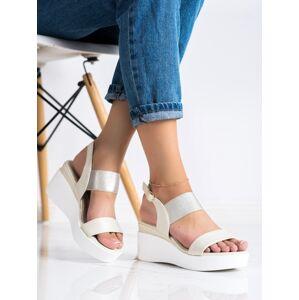 Výborné zlaté  sandály dámské na klínku 36