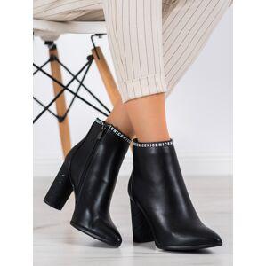 Zajímavé dámské černé  kotníčkové boty na širokém podpatku 36
