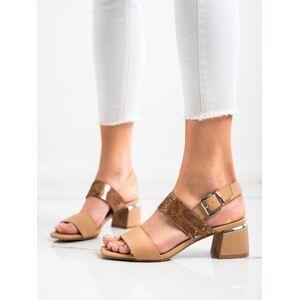 Zajímavé dámské  sandály hnědé na širokém podpatku 37